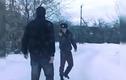 Cảnh sát say rượu chặn xe hai thanh niên cứng