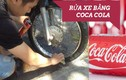 """Mách nước """"chiêu"""" rửa xe máy bằng Coca Cola siêu sạch"""