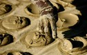 Độc đáo món bánh làm từ bùn đất của người Haiti