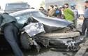 Ô tô 4 chỗ nát vụn, 6 người bị thương