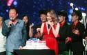 Mỹ Tâm hạnh phúc đón sinh nhật ngay trên sân khấu