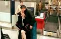 Tỷ phú Hoàng Kiều hôn Ngọc Trinh tại sân bay gây sốt
