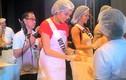 Lệ Hằng nhiệt tình làm từ thiện tại Miss Universe 2016