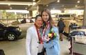 Ảnh tình tứ của Ngọc Trinh - Hoàng Kiều tại sân bay Hawaii