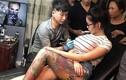 Thợ xăm té ghế vì ngực thiếu nữ phát nổ ngay trước mặt