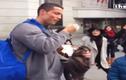 Cristiano Ronaldo đá bóng xin tiền gây bất ngờ