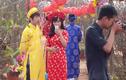 Giới trẻ diện áo dài đổ xô chụp ảnh đào Nhật Tân
