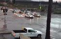 Ngỡ ngàng xem siêu xe Lamborghini vượt nước lũ như tàu ngầm
