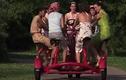 Độc đáo xe đạp dành cho 7 người