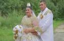 Cô dâu mặc váy hơn 5 tỷ bốc vàng ném cho quan khách