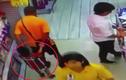 Trung Quốc: Đang đùa nghịch, bố vô tình ngã đè chết con trai
