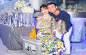 Minh Nhựa mang tuyết Bắc Cực về tổ chức sinh nhật cho vợ