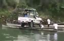 """Cách đưa xe ô tô qua sông """"thông minh nhất"""""""