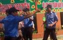 Chĩa súng, còng tay chủ trường ở Bình Thuận: Quản tài viên là ai?