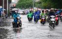 Ảnh: Người dân Sài Gòn lại lội bì bõm sau mưa lớn