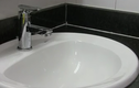 Các bước xử lý vòi nước rửa tay bị rỉ nước ở thân