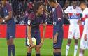 """Video: Cầu thủ nổi tiếng """"tranh nhau"""" đá penalty"""