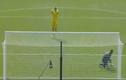 Video: Top 5 pha đá phạt đền đáng nhớ của thủ môn