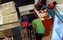 Video: Nữ quái vờ mua bánh rồi trộm điện thoại trước mặt nhân viên