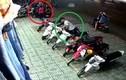 """Video: Màn dàn cảnh lừa bảo vệ nhằm """"cuỗm"""" xe máy"""