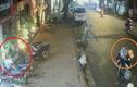 """Video: Đôi nam nữ chở theo trẻ nhỏ, dàn cảnh """"chôm"""" xe giữa phố"""