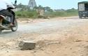 Video: Xe tải né trạm thu phí cày nát đường Quang Minh