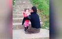 Video: Xúc động bố không chân vác con leo bậc thang