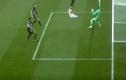 Video: Những tình huống cứu thua khó tin của thủ môn năm 2017