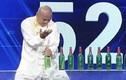 Video: Kinh ngạc người đàn ông tay không đập nát 30 chai bia trong 60 giây