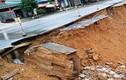 Quốc lộ nghìn tỷ bị xé toạc, sụt sâu cả tảng sau mưa lũ