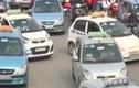 Video: Taxi truyền thống đang làm gì trong cuộc chạy đua với Uber, Grab?
