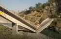 Video: Cầu đột ngột gãy đôi, nhiều người thoát chết thần kỳ