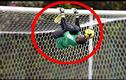 Video: Top những pha cứu thua bằng chân đáng nhớ của thủ môn