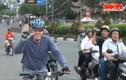 Đại sứ Mỹ Osius đạp xe dạo phố TP HCM