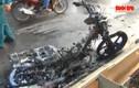 Yamaha Exciter bốc cháy dữ dội trên xa lộ Hà Nội