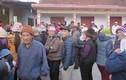 Vì sao hàng trăm người dân vây giữ chủ tịch xã trong chùa?