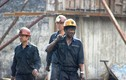 Bục túi nước hầm lò Quảng Ninh: Cảnh giải cứu công nhân mắc kẹt