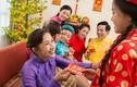 Hình ảnh đẹp về phong tục mừng tuổi ngày Tết ở Việt Nam