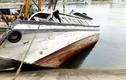 Đang trục vớt tàu du lịch bị chìm ở âu cảng Tuần Châu