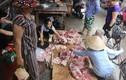 Bắt khẩn cấp hai đối tượng hắt dầu luyn vào thịt lợn