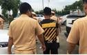 """Quảng Ninh: Bắt khẩn cấp lái xe """"điên cuồng"""" lao ô tô vào CSGT"""