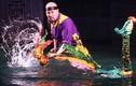 NSƯT Đức Hùng xuống nước múa rối trong cái rét kỷ lục