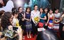 Hoài Linh được fan vây kín trên thảm đỏ ra mắt phim