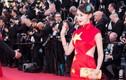 Sao TQ mặc váy quốc kỳ quét đất ở Cannes cúi đầu xin lỗi