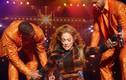 Jennifer Lopez gặp sự cố ngượng chín mặt vì diễn sung
