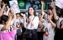 Đỗ Mỹ Linh được fan vây kín ở sân bay đi thi Miss World 2017