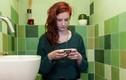 Đây là lý do bạn nên ngừng mang điện thoại vào nhà vệ sinh