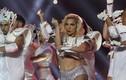 Lady Gaga lộ vòng eo bèo nhèo trên sân khấu Super Bowl
