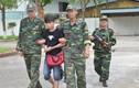 Bắt thanh niên mang 9 bánh heroin vượt biên sang Trung Quốc
