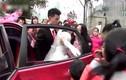 Chú rể đẩy cô dâu ngã sấp mặt trong lễ cưới và sự thật bất ngờ